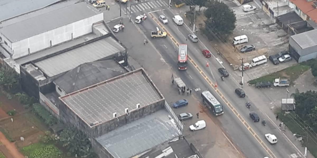 Atropelamento com vítima trava avenida Sapopemba em São Mateus