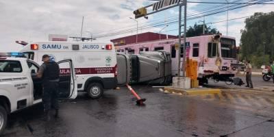 Choca convoy de la Línea 1 del Tren Ligero contra un tractocamión