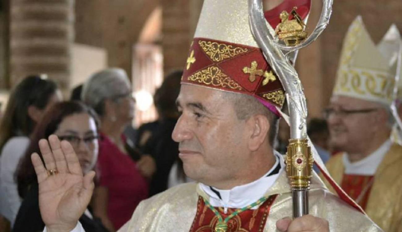 """Obispo colombiano arrojará agua bendita desde un helicóptero para hacer un """"exorcismo masivo"""""""
