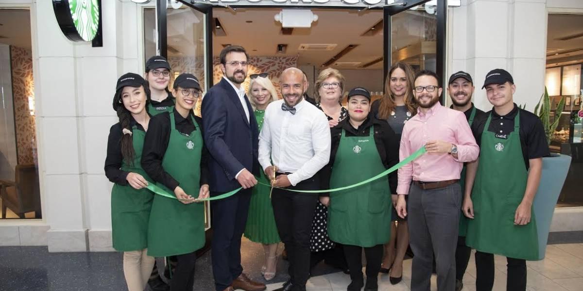 Starbucks remodela tienda del Caribe Hilton