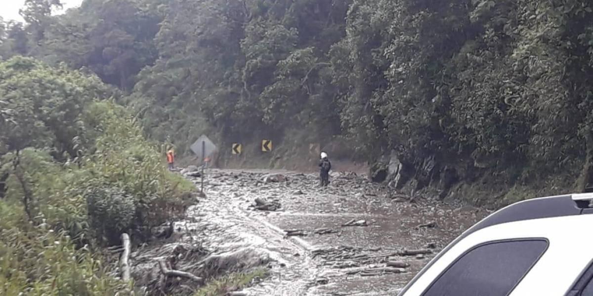 Puente colapsa por la crecida del río Ulba