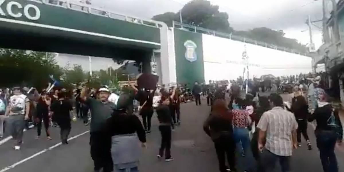 VIDEO. Caos y tensión en el ingreso a Mixco por reelección de Neto Bran