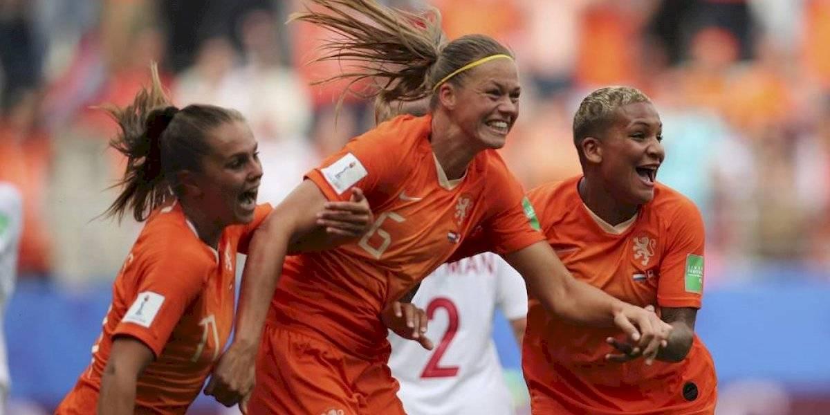 Holanda amarra primer lugar del Grupo E, Camerún deja fuera a Argentina