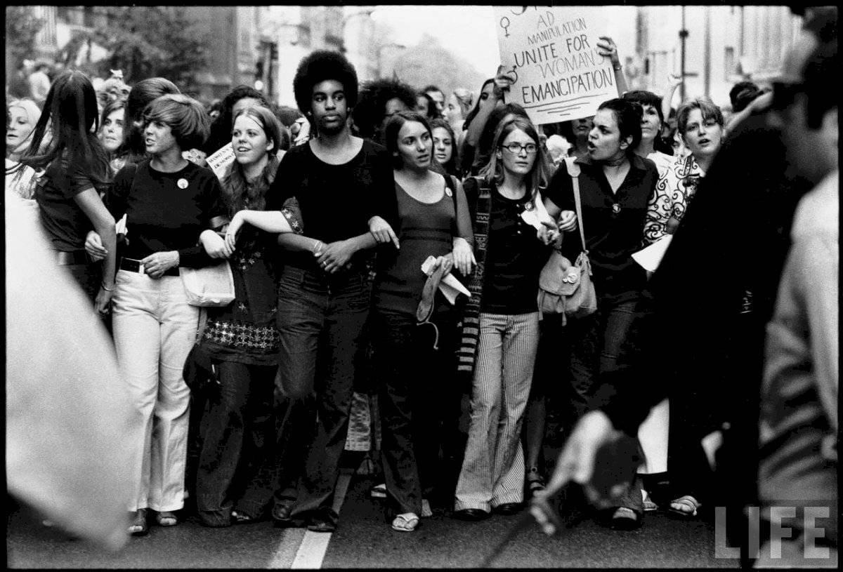 Marcha feminista en los 60s