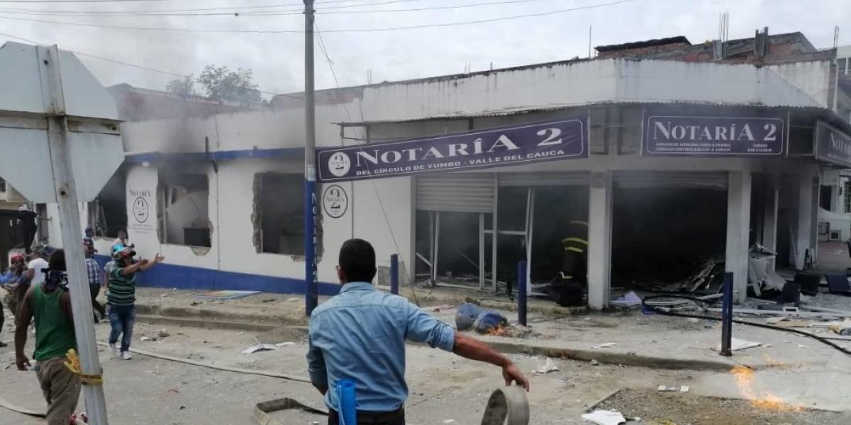 (Videos) Fuerte explosión en notaría deja varios heridos en Yumbo, Valle del Cauca