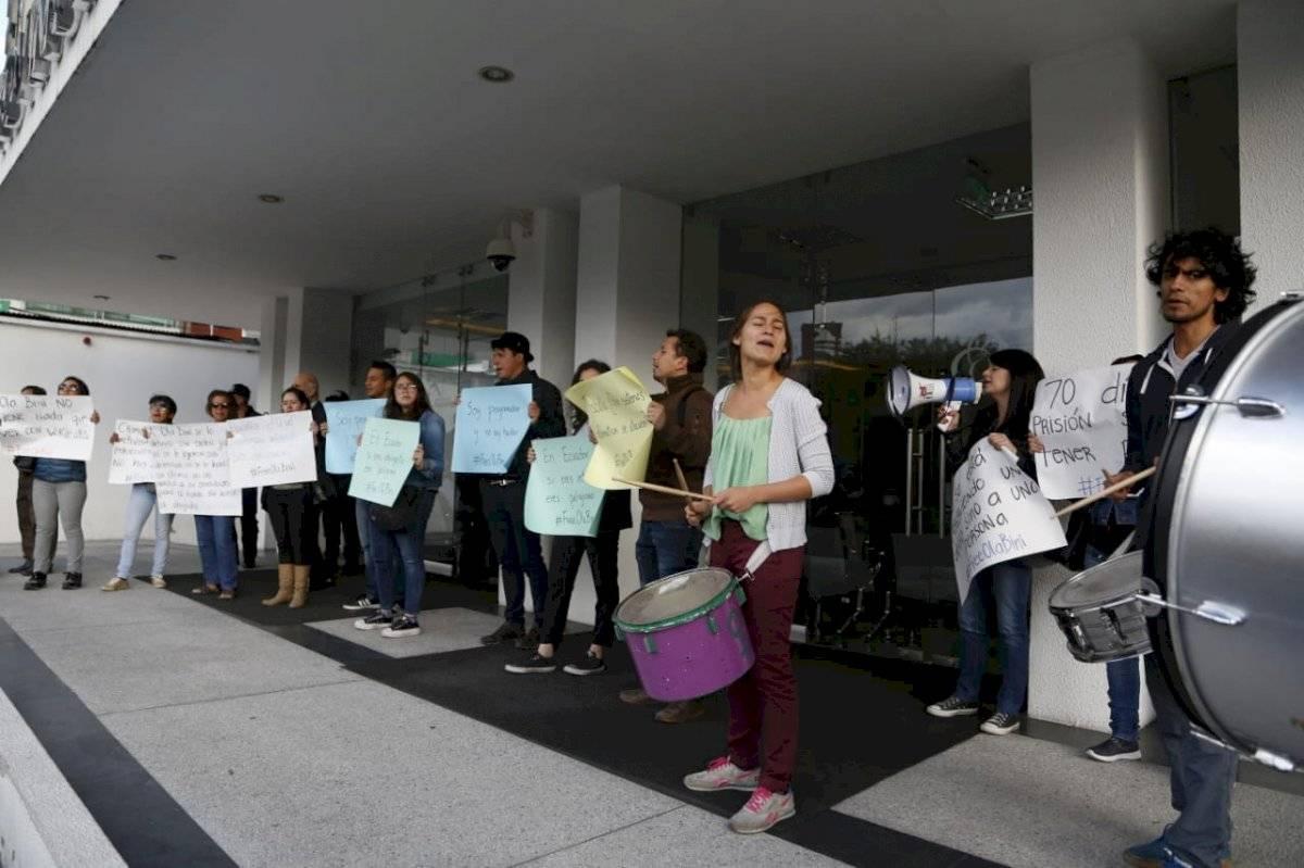 Afueras de la Audiencia de pedido de Habeas Corpus a Ola Bini, Corte a provincial de Pichincha API