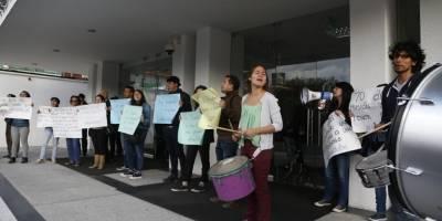 Afueras de la Audiencia de pedido de Habeas Corpus a Ola Bini, Corte a provincial de Pichincha