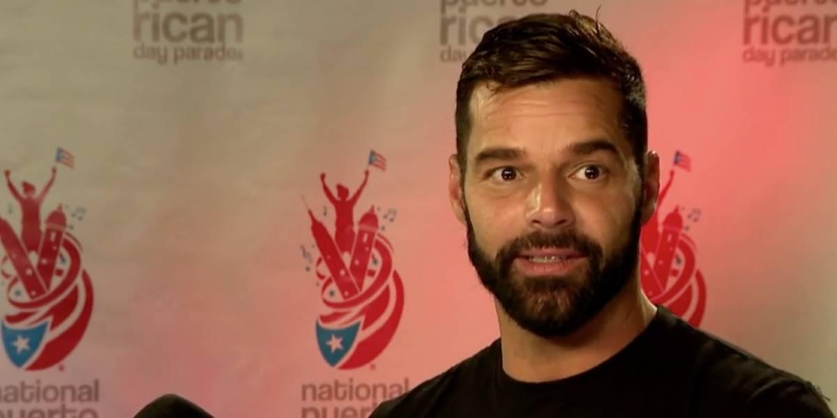 Ricky Martin denuncia inacción del gobierno y resalta labor de su fundación en ayudar damnificados