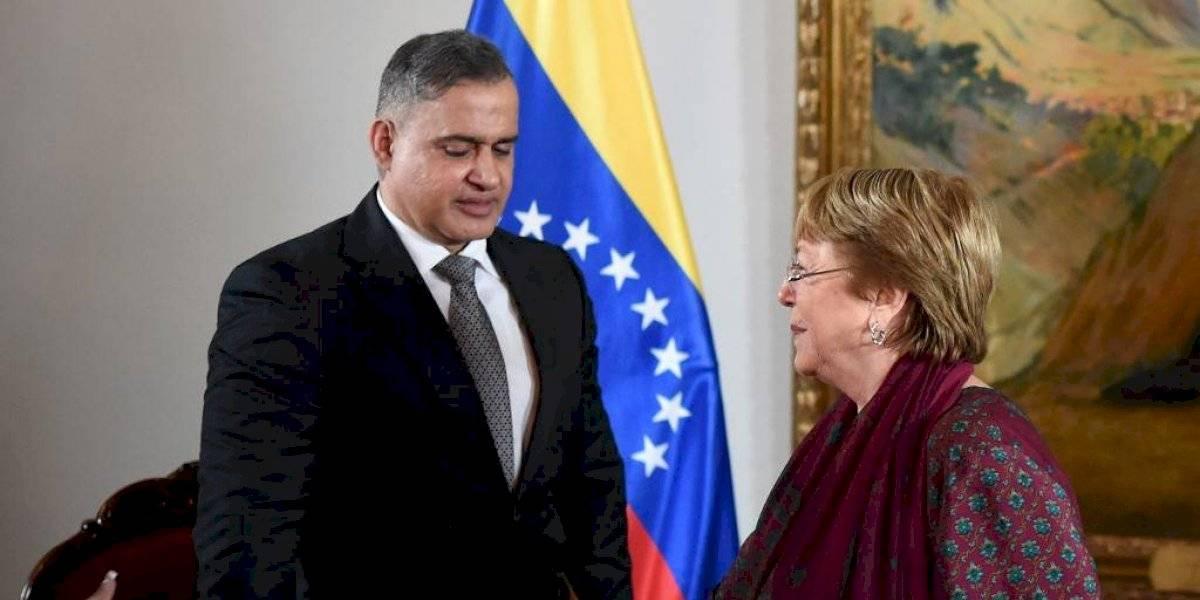 En medio de protestas, Bachelet se reúne con altos funcionarios en Venezuela