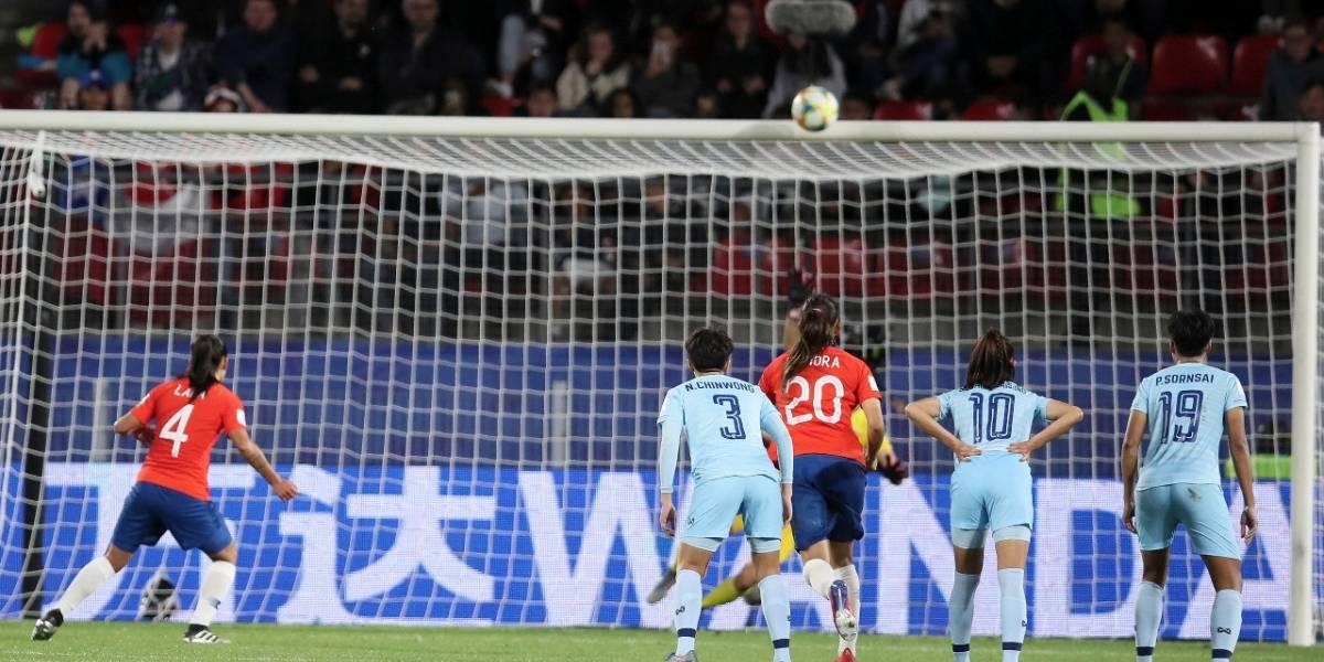 """""""El Palo de Lara"""" y la mala suerte de Chile ante Tailandia en el Mundial Femenino dieron la vuelta al mundo"""