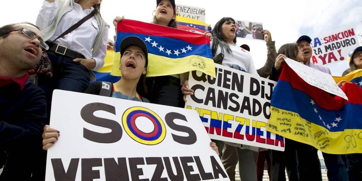"""Señora Bachelet, Maduro es Pinochet"", le gritaron manifestantes venezolanos a representante de la ONU"