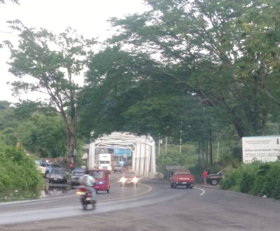 intento de bloqueo en puente Castillo Armas Km. 178