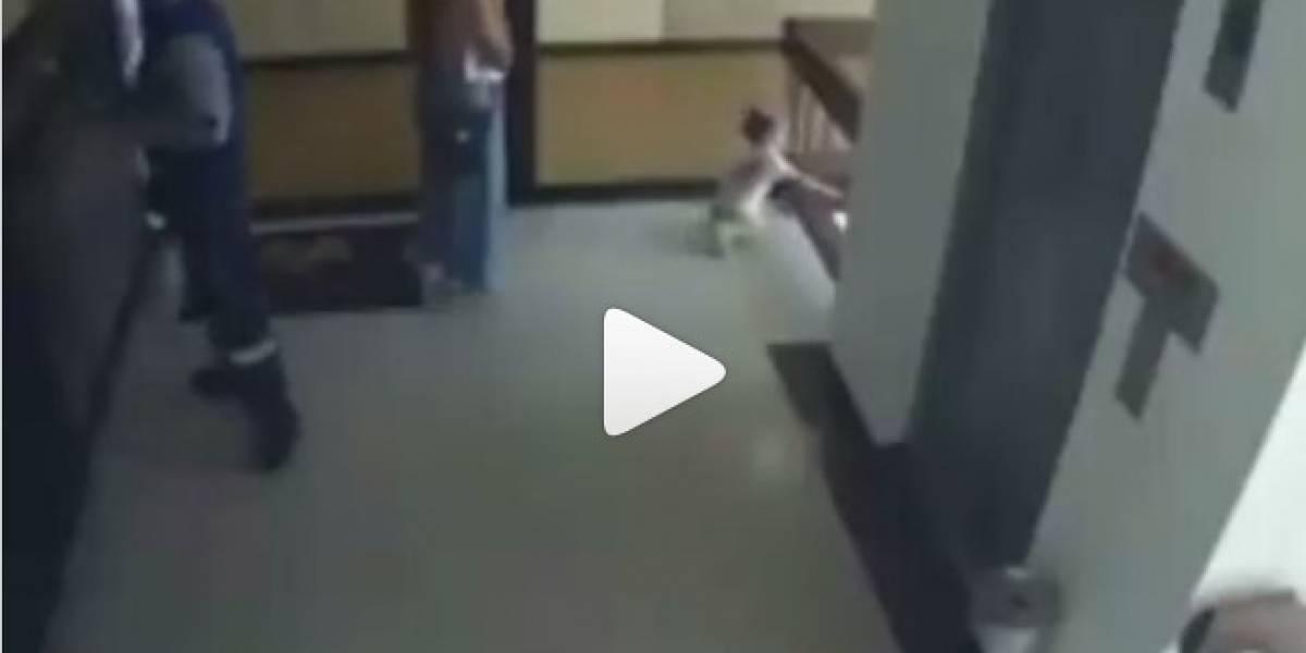 Vídeo impressionante mostra como mãe salva filha de 2 anos de queda do 3° andar