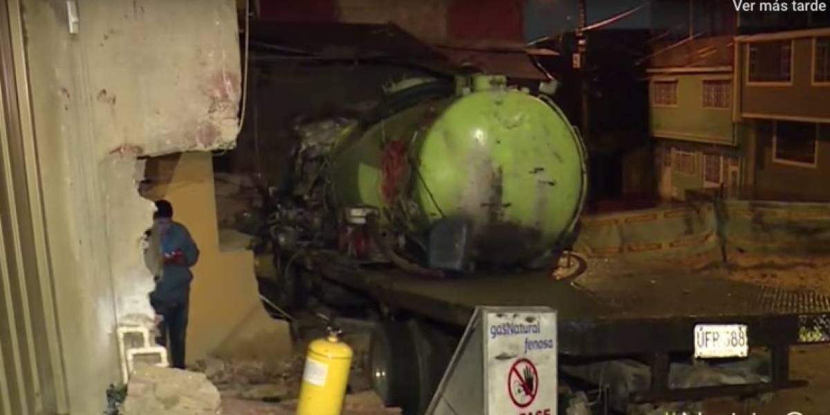 Muere una joven dentro de camión que se estrelló contra dos casas en Bogotá