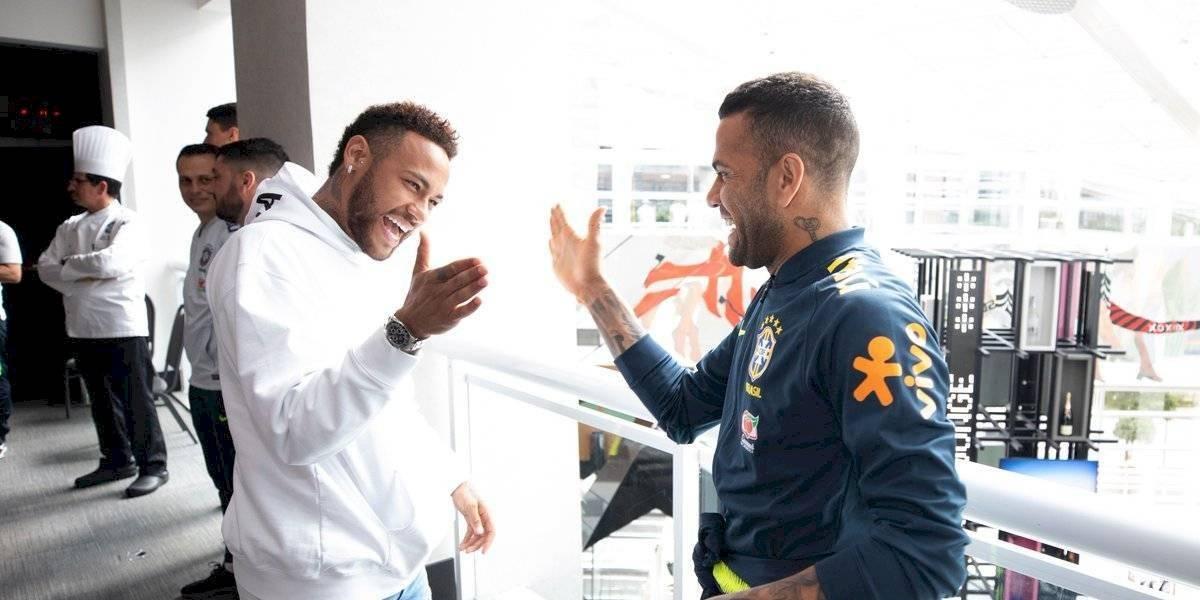 Neymar visita a sus compañeros de la selección de Brasil