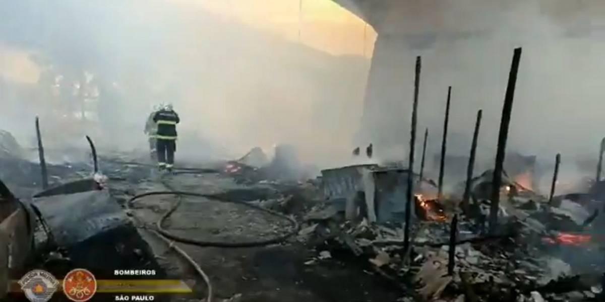 Em SP, incêndio atinge a ponte do Jaguaré na Marginal do Pinheiros