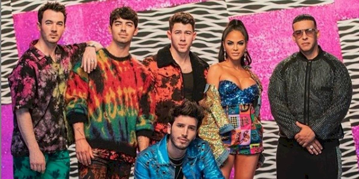 Los Jonas Brothers entran al reguetón y las fans estallan de emoción