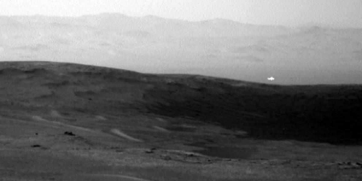 ¿Una nave extraterrestre? La enigmática imagen de una luz brillante sobrevolando Marte que fue revelada por la NASA