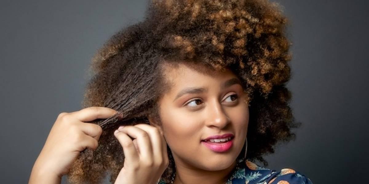 Humecta el cabello con aceite de pracaxi