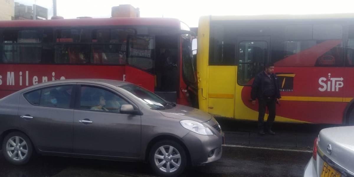 ¡Pilas! Accidente entre dos buses de TransMilenio complican la movilidad