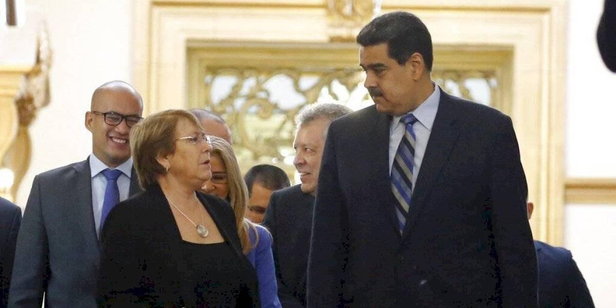 """Maduro acusa a Bachelet de estar """"mintiendo"""" en lapidario informe sobre Venezuela: """"Debería agarrar una piedra y darse en los dientes"""""""
