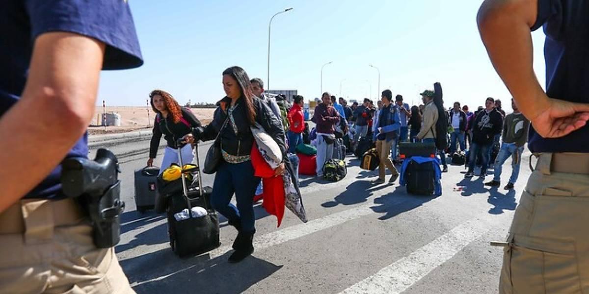 Venezolanos se toman carretera en plena frontera en protesta por nuevas medidas de ingreso a Chile