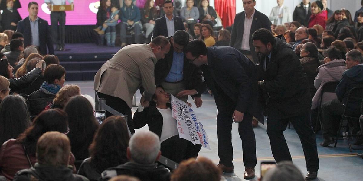 Manifestantes irrumpieron en acto oficial del presidente en Maipú — Paro docente