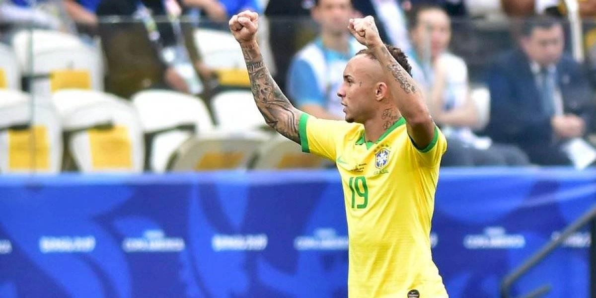 Un incisivo Everton comandó la clasificación de Brasil a cuartos de final de Copa América