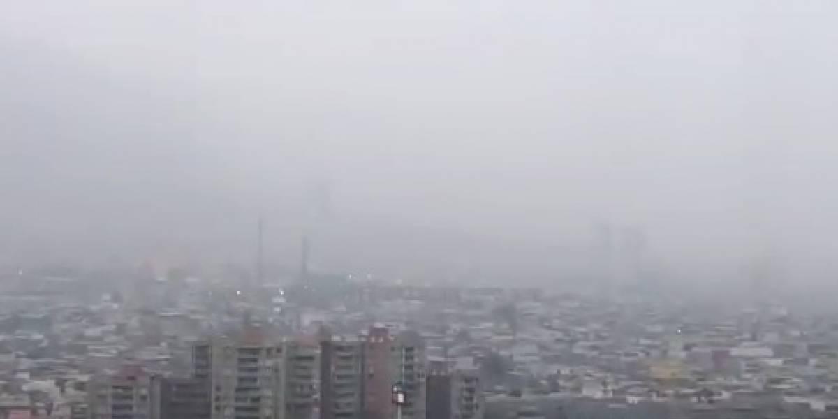 Preocupación en el norte: rebrota incendio en acopio de azufre y densa nube sigue cubriendo el cielo de Iquique y Alto Hospicio