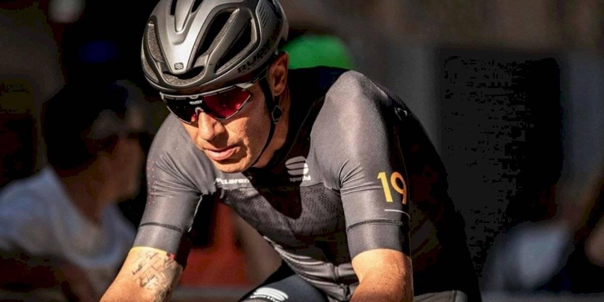 VIDEO: Ciclista muestra extraño movimiento de su pierna tras Tour de Francia