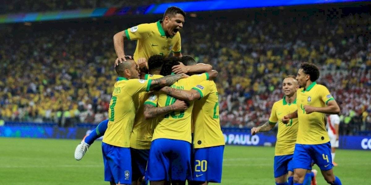 Brasil selló su clasificación con una goleada que deja en peligro a Perú en la Copa América