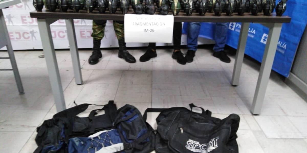 Por una vía pública, hombre caminaba con peligrosos explosivos en su maletín