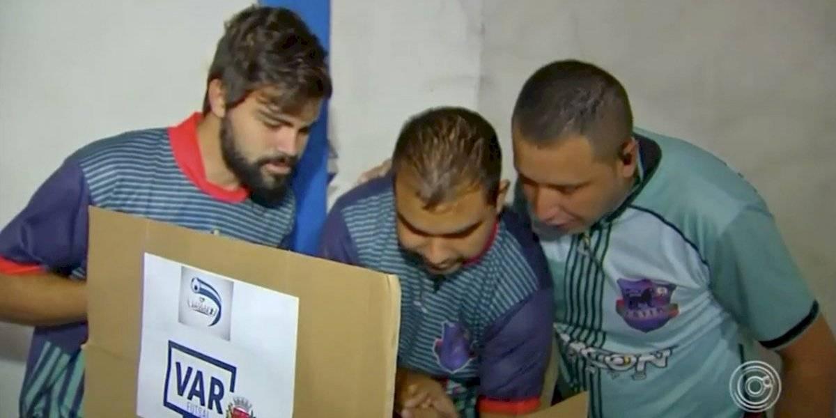 Inventan el 'celuVAR' en el futbol sala de Brasil