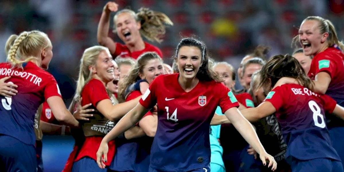 Noruega se repone a gol olímpico y avanza a cuartos de Mundial Femenil