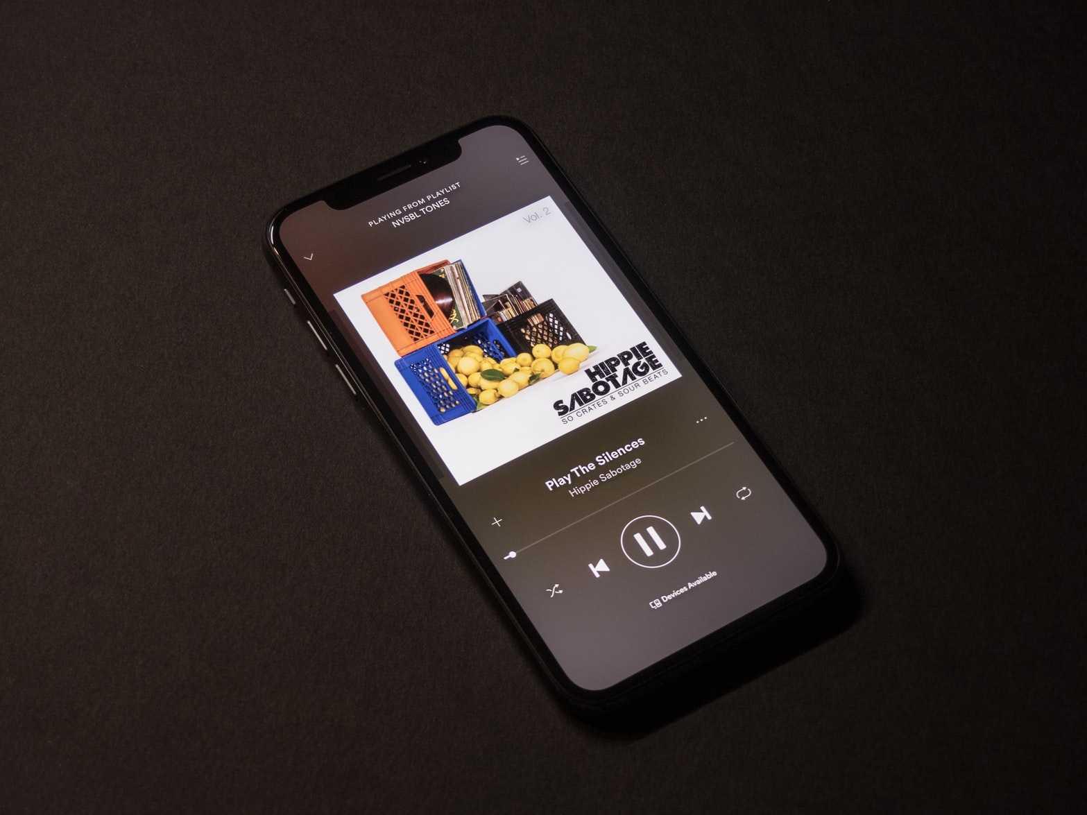 Spotify le pagó mucho a los artistas y ahora quiere su dinero de vuelta
