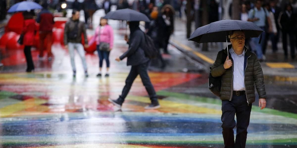 ¿Inicio de semana con lluvias? decretan alerta temprana preventiva para la Región Metropolitana por sistema frontal