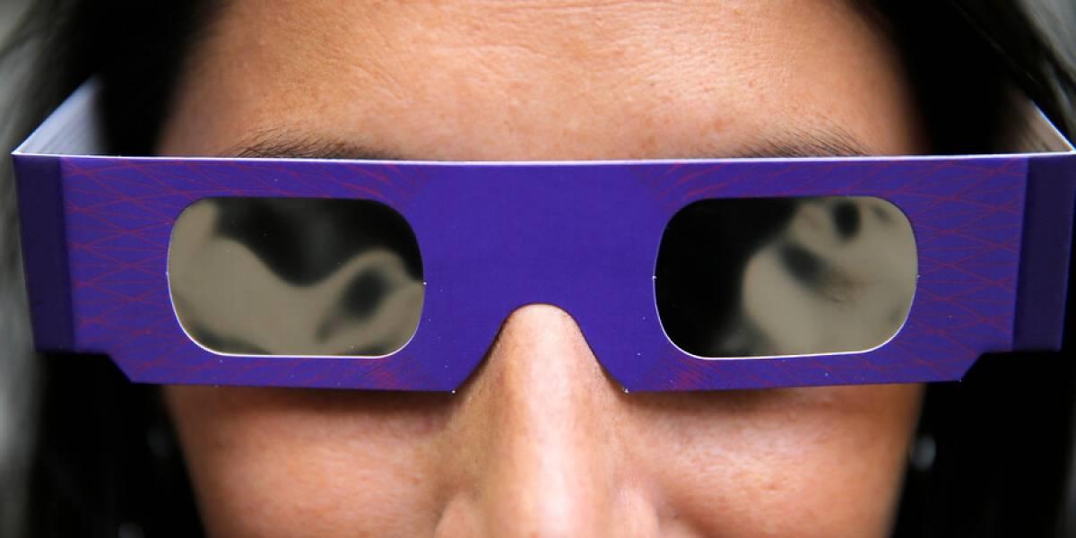 Eclipse solar 2019: por qué hay que evitar que los niños miren directamente el eclipse aunque usen lentes protectores
