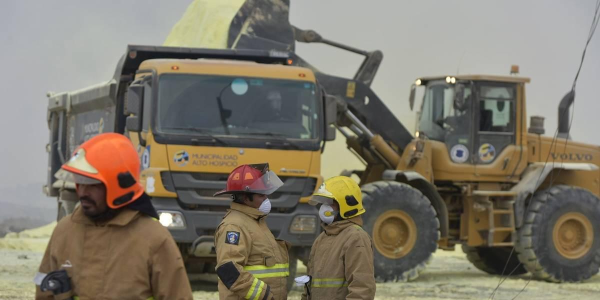 Apagaron incendio en acopio de azufre en Alto Hospicio: 258 personas afectadas