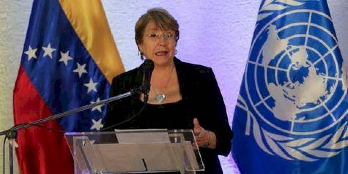 Bachelet en la mira de todos