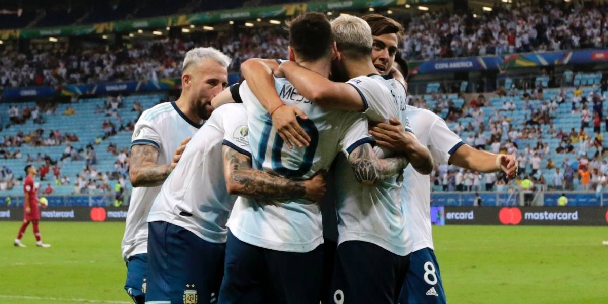 ¡Argentina se salvó del papelón! La albiceleste ganó, clasificó y ya conoce a su rival de cuartos (2-0)