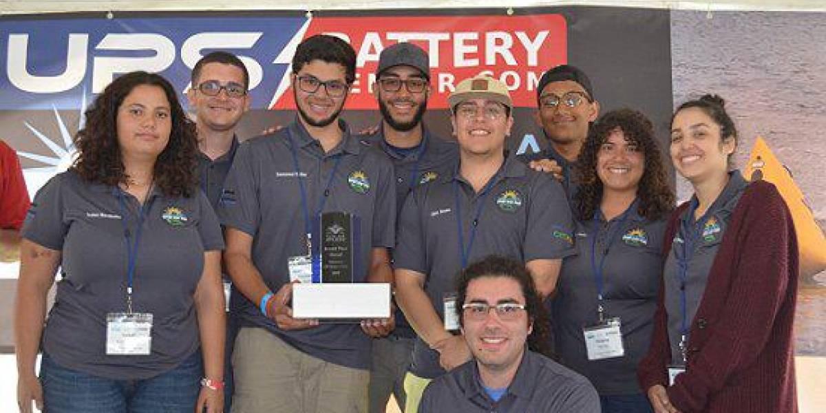 Equipo de estudiantes del RUM obtiene segundo lugar en competencia de bote solar