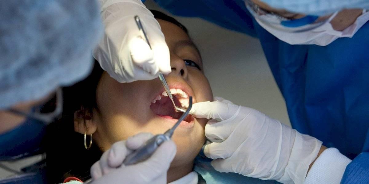 ¿Acostumbras rechinar los dientes? Las consecuencias pueden ser graves