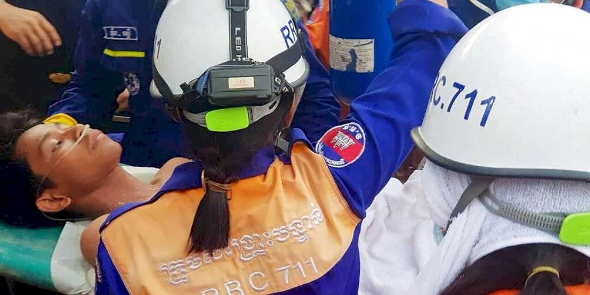 Milagroso hallazgo: rescatan a dos sobrevivientes tras derrumbe de edificio en Camboya
