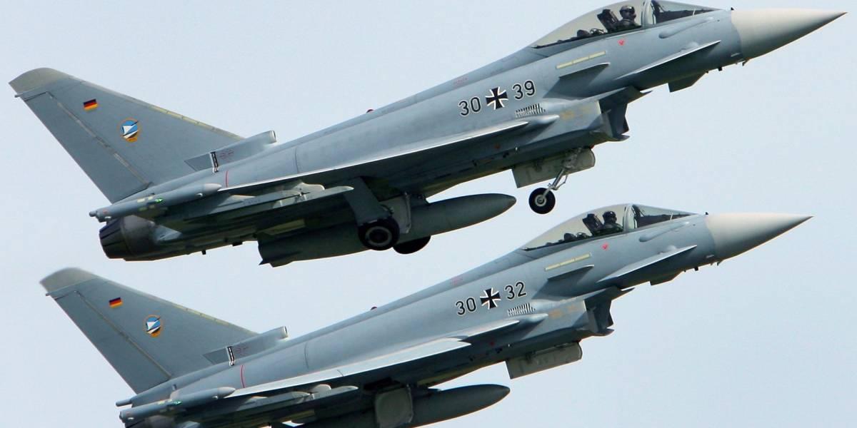 Impactante colisión de dos aviones de combate alemanes: uno de los pilotos muere tras choque en el aire