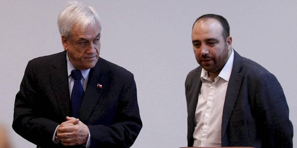 """Timonel DC por aparición del Presidente en acuerdo de reforma tributaria: """"A Piñera le gusta patear los corners, cabecearlos y celebrar los goles"""""""