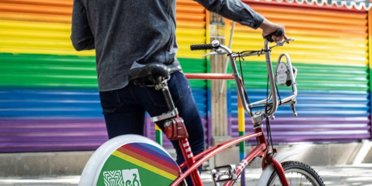 Ecobici se pinta con los colores de la comunidad LGBT+