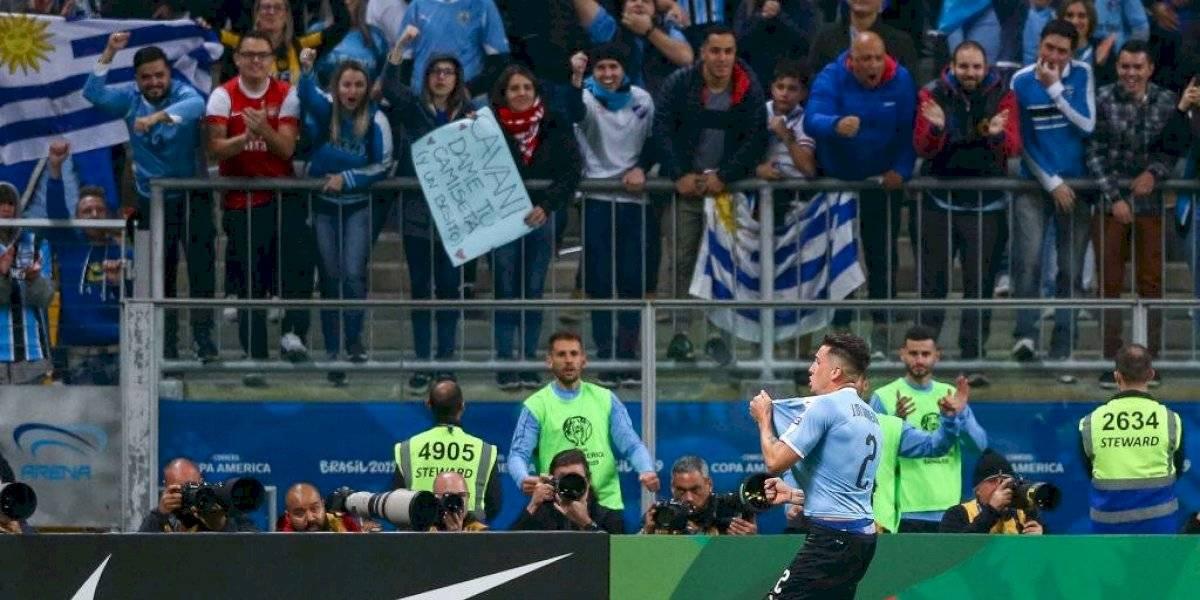 Hinchas argentinos y uruguayos se unieron en Río de Janeiro para cantar contra Chile