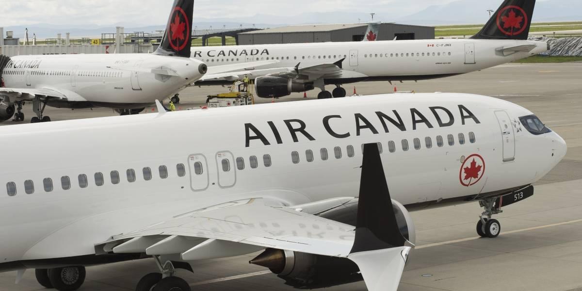 Mujer se quedó dormida en un avión, despertó y estaba completamente sola