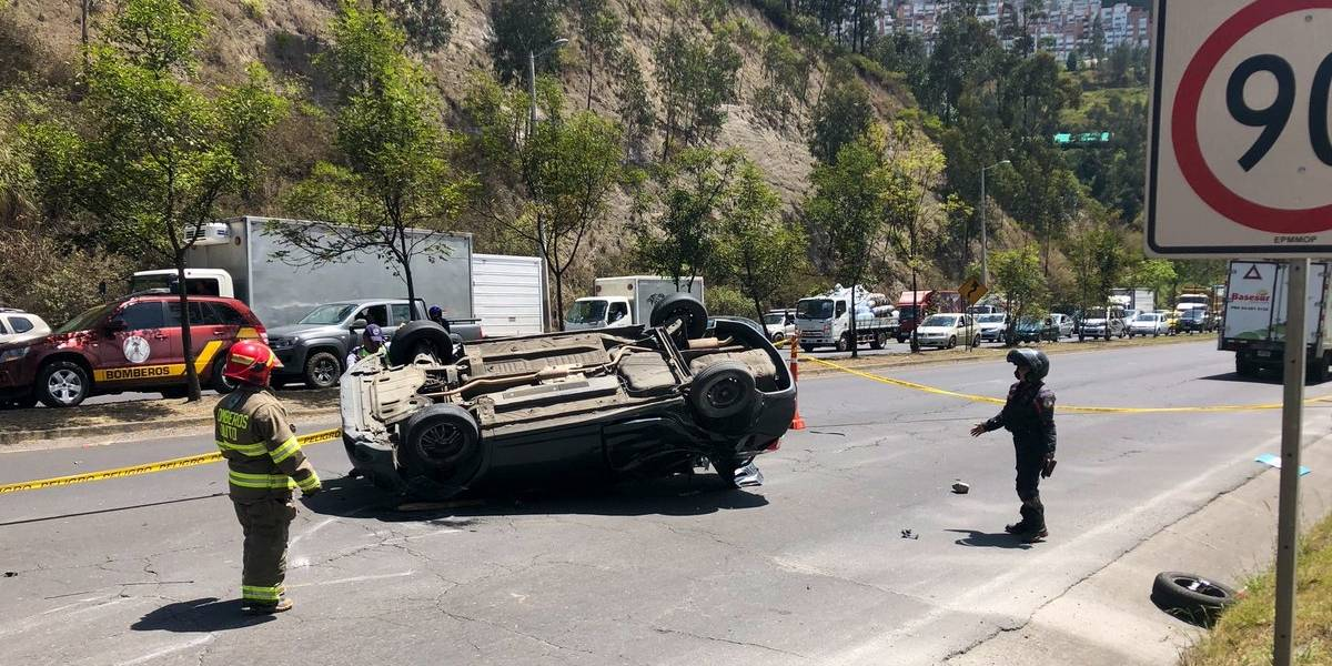 Quito: Dos heridos tras accidente de tránsito en la Av. Simón Bolívar, sector Nayón