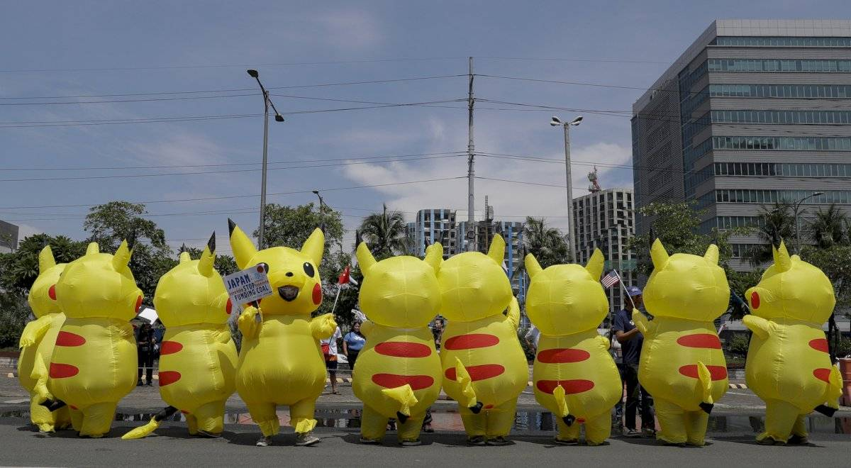 Manifestantes vestidos de Pikachú en Filipinas Foto: AP